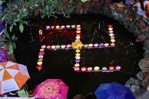 Hà Nội: Hàng ngàn người đội mưa dự lễ Vu Lan báo hiếu ở chùa Phúc Khánh