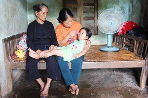 Ước mơ của người mẹ đơn thân bị bướu cổ nuôi con gái bại não và mẹ già ngoài 70 tuổi