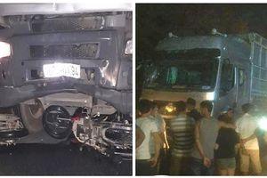 Dừng trên đường giúp người bị tai nạn, 1 phụ nữ bị xe tải đâm tử vong