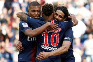 Mbappe ghi bàn và kiến tạo giúp PSG dẫn đầu Ligue 1