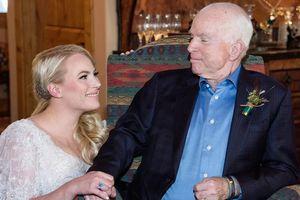Lời chia sẻ xúc động của 'cô con gái bé bỏng' với TNS John McCain