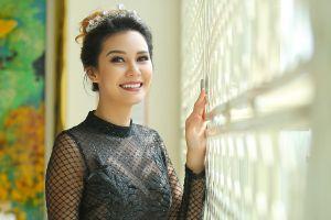 Hoa hậu Trái đất 2015 rạng rỡ khi đến Việt Nam