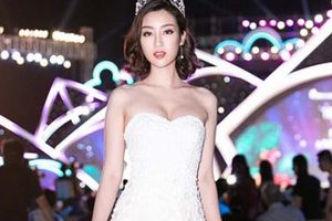 Hoa hậu Mỹ Linh ngày càng táo bạo, khoe ngực đầy không nội y