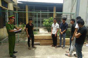 Bắt nhóm thanh niên liều lĩnh cướp gỗ ở trạm bảo vệ