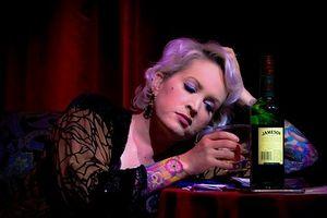 Phụ nữ nước nào uống rượu 'đỉnh' nhất?