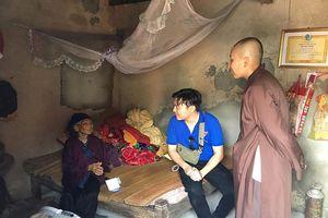 Chi đoàn Báo Bưu điện Việt Nam tặng quà hơn 100 hộ nghèo ở Thanh Hóa