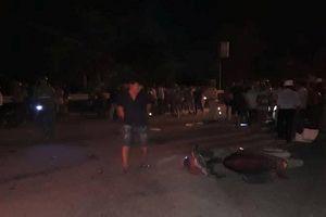 Xe tải lao vào nhóm người đang xem nạn nhân bị tai nạn, 6 người thương vong