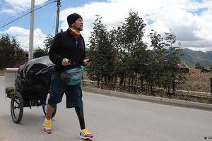Người đàn ông Venezuela đi bộ xuyên Nam Mỹ với một chiếc chân giả