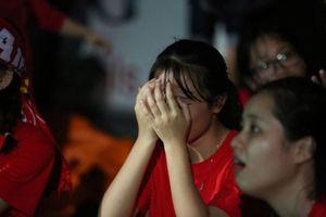 Cổ động viên khóc òa cảm ơn chiến thắng của Việt Nam trước Syria