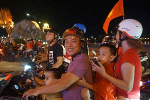 Người Đà Nẵng không kìm được cảm xúc sau bàn thắng của Văn Toàn