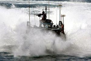 NATO phát hiện 50 'tàu thám báo' đang theo dõi Mỹ