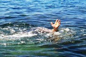 Đi sinh nhật ở bãi biển, 5 học sinh bị sóng cuốn trôi, cứu được 3 em