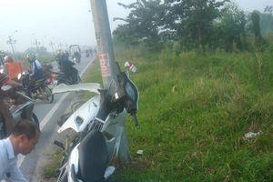 Hà Nội: Thanh niên tử vong cạnh xe máy 'dính' vào cột điện