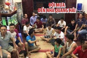 Đội mưa 40 km để đến nhà Quang Hải xem Olympic Việt Nam