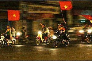 Hàng trăm cảnh sát Hà Nội chống đua xe trận tứ kết Việt Nam - Syria