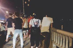 Bản tin 14h: Cô gái trẻ nhảy từ trên cầu xuống dòng sông Đà mất tích