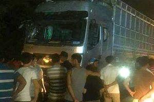 Xe tải tông vào đám đông đang giúp người bị tai nạn, 6 người thương vong