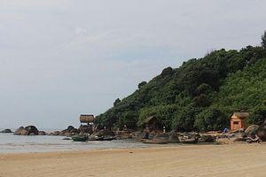 Dự tiệc sinh nhật trên bãi biển, 5 học sinh bị sóng lớn cuốn trôi
