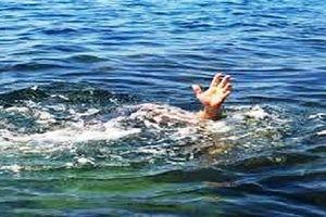 Hai học sinh đuối nước thương tâm trên biển