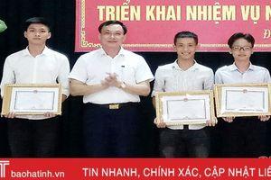 Đức Thọ khen thưởng học sinh giỏi quốc gia, đỗ đại học điểm cao