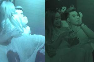 Trước khi ngừng phát sóng, show hẹn hò cho giới trẻ Việt gây tranh cãi với cảnh người chơi hôn nhau tụt cả áo