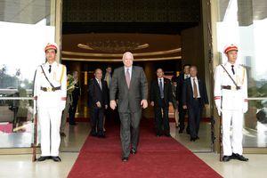 Khởi động Chương trình McCain/Kerry để tưởng nhớ John McCain