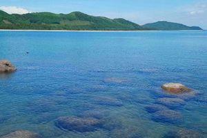 Bốn học sinh ở Huế bị sóng cuốn khi tắm biển