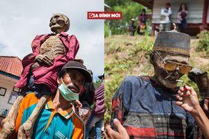Lễ hội 'quật mộ' ở Indonesia: Đào mộ người thân, vệ sinh, mặc quần áo mới, diễu hành khắp làng