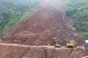 Khẩn trương khắc phục sạt lở đất đá trên Quốc lộ 279D