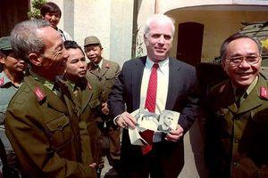 Nhà sử học Dương Trung Quốc: Ông John McCain là người tiên phong 'ngoại giao cựu chiến binh'