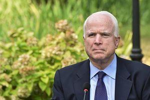 Vì sao Nhà Trắng soạn xong thông cáo ông McCain qua đời nhưng không công bố?