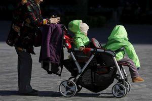 Bất ngờ Trung Quốc 'mở nút thắt' chính sách kế hoạch hóa gia đình