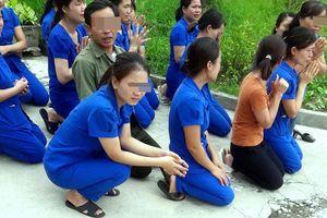Kỷ luật 5 cán bộ vụ cô giáo mầm non quỳ gối bên xe hơi chủ tịch