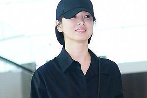 Song Hye Kyo diện trang phục giản dị vẫn nổi bật tại sân bay
