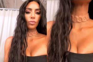 Kim Kardashian gây sốc với phụ kiện dính chặt vào cơ thể