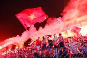 Khoảnh khắc hàng nghìn CĐV trên sân Hàng Đẫy vỡ òa sung sướng sau bàn thắng của Văn Toàn