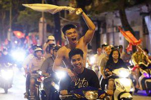 Mừng chiến thắng của Olymic Việt Nam, người dân quên cả luật giao thông