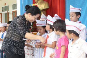 Chia sẻ, hỗ trợ ngành giáo dục huyện Kỳ Sơn bị thiệt hại do bão lũ