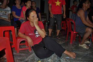 Olympic Việt Nam ghi bàn: Mẹ hậu vệ Bùi Tiến Dũng suýt ngất xỉu vì quá mừng