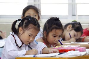 Cho học sinh viết vào SGK - 'tiểu xảo' để bán sách?