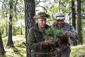 Nghỉ cuối tuần, Tổng thống Putin leo núi cùng Bộ trưởng Quốc phòng