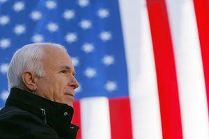 Tổng thống Trump ra lệnh treo cờ rủ để tang Thượng nghị sĩ McCain