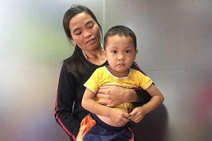 Mẹ đơn thân bất lực lo cứu con trai ung thư