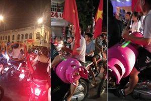 Gái xinh khỏa thân, trai đẹp ôm bình gas đi bão mừng Olympic Việt Nam thắng Syria