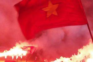 'Chảo lửa' Lạch Tray bùng cháy khi Văn Toàn thành 'anh hùng cứu thế''
