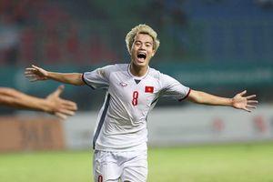 Bố cầu thủ Văn Toàn: 'Lúc con ghi bàn mọi người vỗ tay, còn tôi xúc động vui sướng đến trào nước mắt'