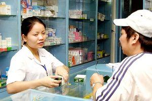 Quy định bố mẹ phải xuất trình CMT khi mua thuốc cho trẻ: Bất cập thì phải hủy bỏ