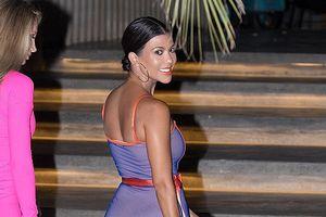 Kourtney Kardashian khoe dáng đẹp, eo thon với đầm gợi cảm