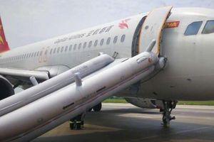 Máy bay Trung Quốc chở 166 người hạ cánh khẩn cấp khi mất hai bánh