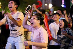 Cho nhân viên nghỉ làm cổ vũ Olympic Việt Nam
